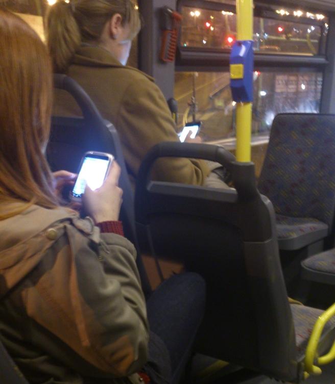 smartphone_bus
